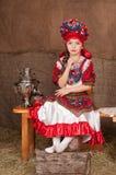 Muchacha rusa en vestido nacional Foto de archivo