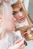 Muchacha sensual con el pelo rubio en ropa interior y accesorios Imágenes de archivo libres de regalías