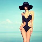 Muchacha sensual en la playa Imagen de archivo libre de regalías
