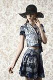 Muchacha sensual en lanzamiento de la moda Imágenes de archivo libres de regalías