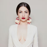 Muchacha sexual de la belleza con los labios rojos Foto de archivo libre de regalías