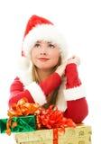 Muchacha soñadora con los regalos de Navidad Fotos de archivo libres de regalías
