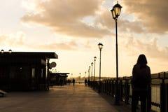 Muchacha sola en la ciudad Fotografía de archivo libre de regalías