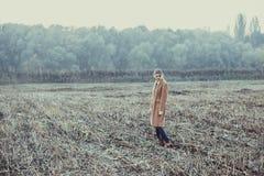 Muchacha sola en un paseo Imagen de archivo libre de regalías