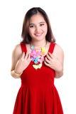 Muchacha sonriente agradable vestida en ropa roja Imágenes de archivo libres de regalías