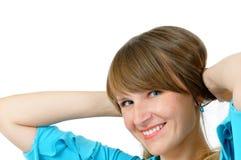 Muchacha sonriente bonita en alineada azul Imágenes de archivo libres de regalías