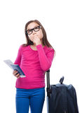 Muchacha sonriente con el bolso, el boleto y el pasaporte del viaje Imagen de archivo libre de regalías