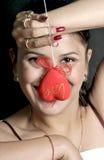 Muchacha sonriente con el corazón Foto de archivo libre de regalías