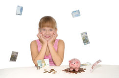 Muchacha sonriente con el dinero y la hucha del vuelo Foto de archivo