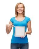 Muchacha sonriente con el ordenador de la PC de la tableta Imagen de archivo