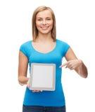 Muchacha sonriente con el ordenador de la PC de la tableta Imagenes de archivo