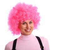 Muchacha sonriente con el pelo rosado Foto de archivo libre de regalías