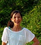 Muchacha sonriente con las paréntesis Fotografía de archivo libre de regalías