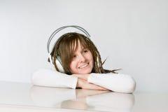 Muchacha sonriente con los auriculares Imagenes de archivo