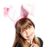 Muchacha sonriente con los oídos del conejito Imagen de archivo libre de regalías
