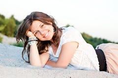 Muchacha sonriente con los ojos azules fotos de archivo libres de regalías
