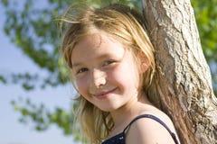Muchacha sonriente de seis años fotografía de archivo