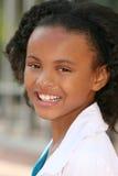Muchacha sonriente del adolescente del afroamericano Fotos de archivo libres de regalías
