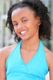Muchacha sonriente del adolescente del afroamericano Imagen de archivo libre de regalías