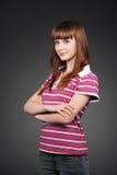 Muchacha sonriente del adolescente en camiseta rayada Foto de archivo libre de regalías