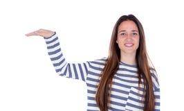 Muchacha sonriente del adolescente que muestra algo con su mano Imagenes de archivo