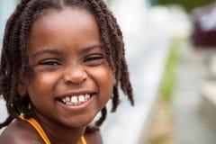 Muchacha sonriente del afroamericano Foto de archivo libre de regalías