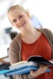 Muchacha sonriente del estudiante con los libros Foto de archivo