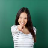 Muchacha sonriente del estudiante que señala en usted Fotografía de archivo