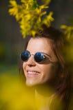 Muchacha sonriente del flower power Imagen de archivo libre de regalías