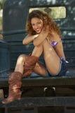Muchacha sonriente en bikini Fotos de archivo libres de regalías