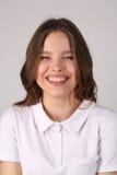 Muchacha sonriente en camiseta Cierre para arriba Fondo blanco Fotos de archivo libres de regalías