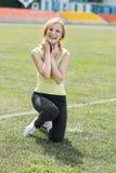 Muchacha sonriente en deporte Imagen de archivo libre de regalías