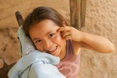 Muchacha sonriente en el chalet Alcira en Bolivia Imagen de archivo