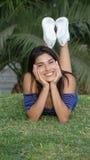 Muchacha sonriente en el parque Fotografía de archivo