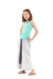 Muchacha sonriente en falda larga gris Fotos de archivo libres de regalías