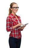 Muchacha sonriente en lentes con el ordenador de la PC de la tableta Imágenes de archivo libres de regalías