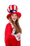 Muchacha sonriente en sombrero americano y capa real Foto de archivo libre de regalías