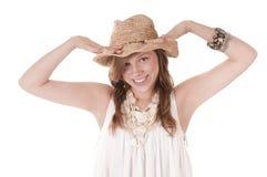 Muchacha sonriente en sombrero de paja Imagen de archivo