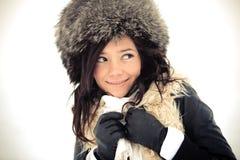 Muchacha sonriente en sombrero del invierno Fotografía de archivo