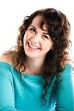 Muchacha sonriente en turquesa, sonriendo y el echar un vistazo Fotos de archivo libres de regalías