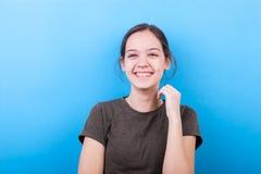 Muchacha sonriente feliz del adolescente Fotografía de archivo libre de regalías