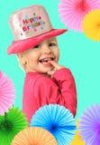 Muchacha sonriente feliz del cumpleaños de dos años foto de archivo