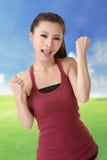 Muchacha sonriente feliz del deporte imagen de archivo libre de regalías