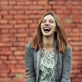 Muchacha sonriente hermosa fotografía de archivo libre de regalías