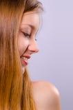 Muchacha sonriente hermosa con el pelo largo Fotografía de archivo