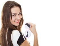 Muchacha sonriente hermosa con las gafas de sol rosadas Imágenes de archivo libres de regalías
