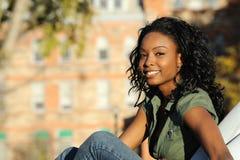 Muchacha sonriente hermosa del afroamericano Imagen de archivo libre de regalías