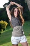 Muchacha sonriente italiana hermosa, estilo de pelo largo Imágenes de archivo libres de regalías