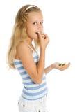 Muchacha sonriente joven con el caramelo de chocolate Imagen de archivo libre de regalías