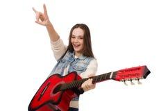 Muchacha sonriente joven con la guitarra aislada en Imágenes de archivo libres de regalías